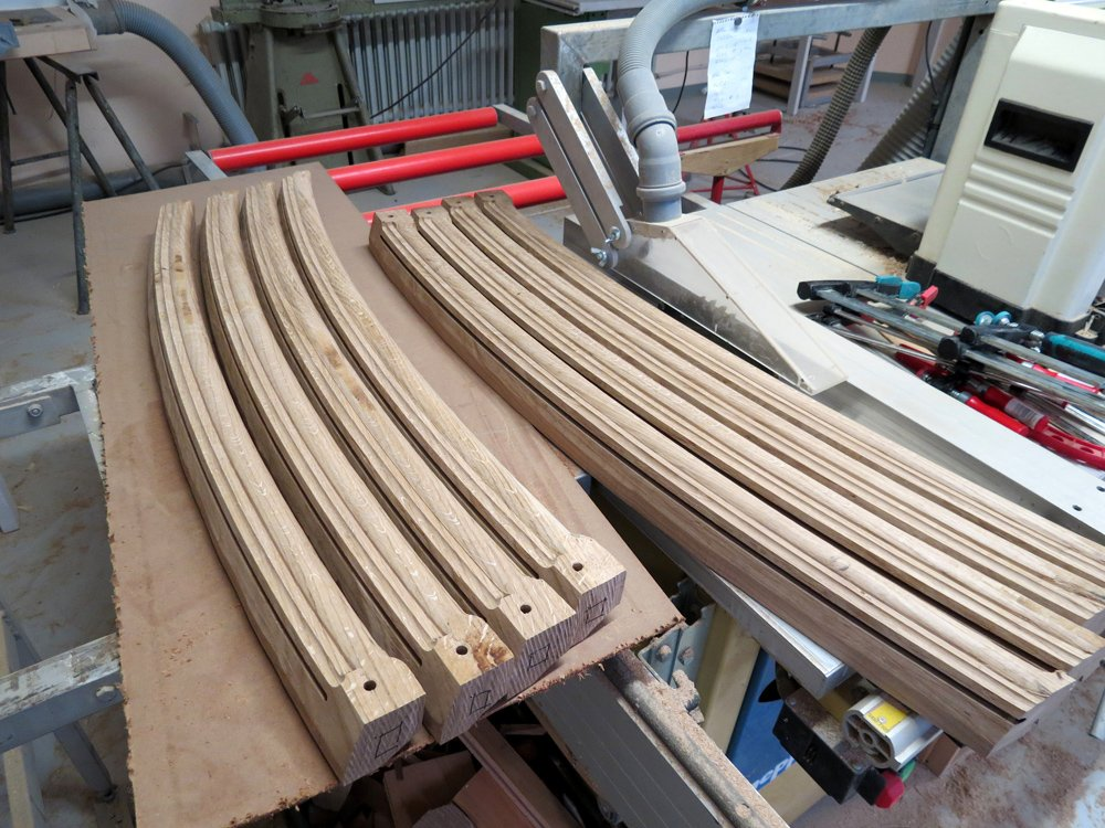 Vertical curved ribs of the plinth during production